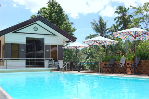 Davao city hotel and resort list davao hive philippines for Apartelle in davao city with swimming pool